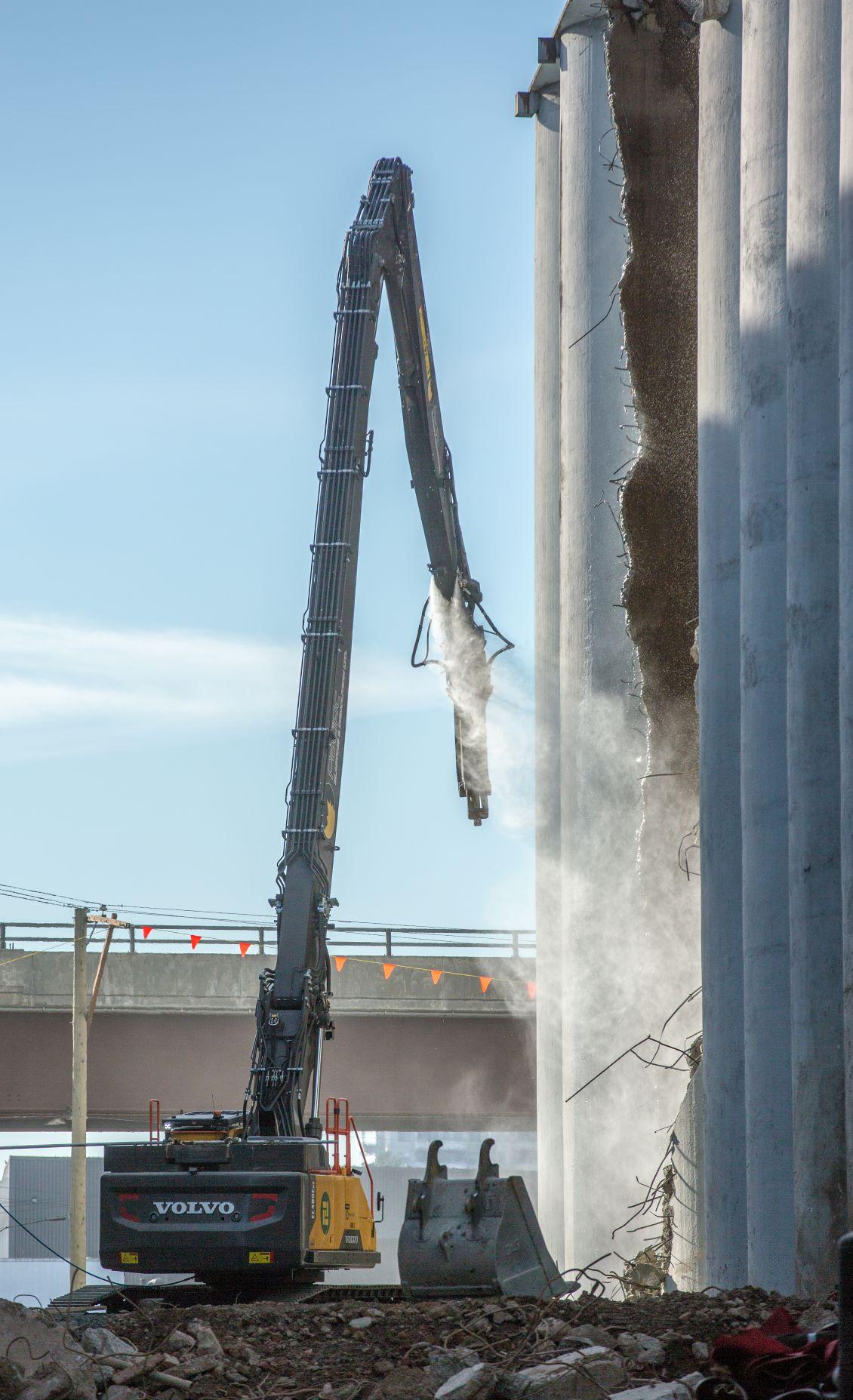 Picture of Long-reach excavator, tearing down a silo